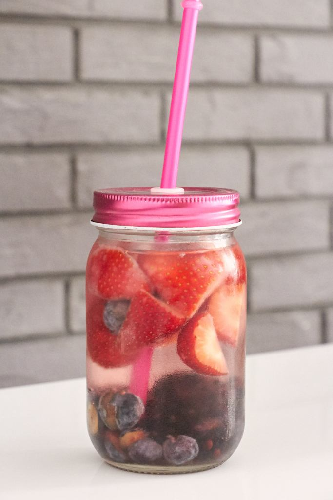 Detox water fragole mirtilli more strawberry blueberry3