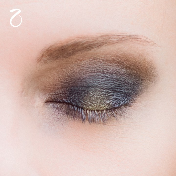 make-up-tutorial-smokey-blu-oro-2
