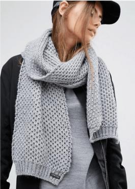 ck-sciarpa-grigia-maglia