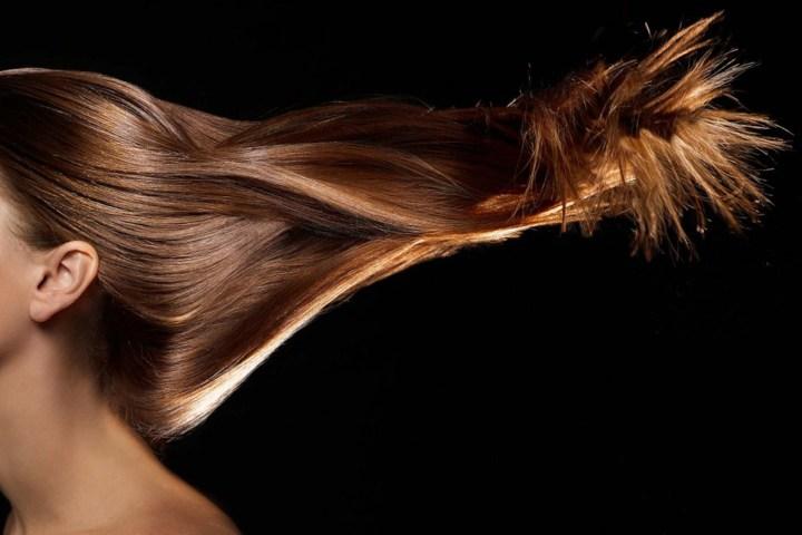 Balsamo prima dello shampoo: i pro, i contro e un trucchetto