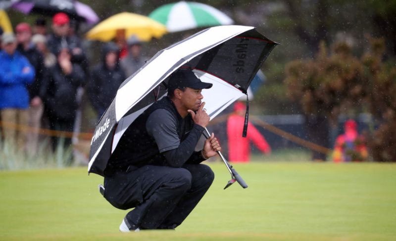Tiger Woods stays solid on soggy British Open Friday