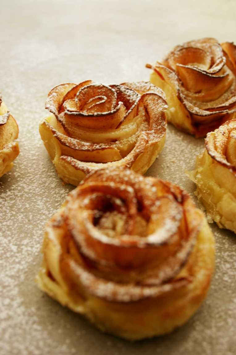 Baked apple roses