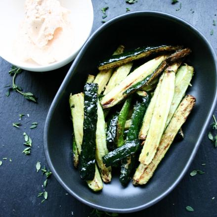 Zucchini fingers with Sriracha cottage cheese dip, Parmesan and thyme