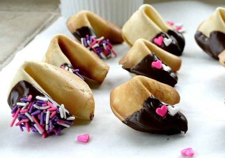 Sweet Fortune Take-Out - Homemade Fortune Cookies {with FREE Valentines Day Printables} | The Good Hearted Woman