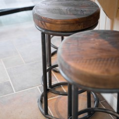 Kitchen Stools Cabinet Organizer Rustic Lake House The Good Home Interiors Design
