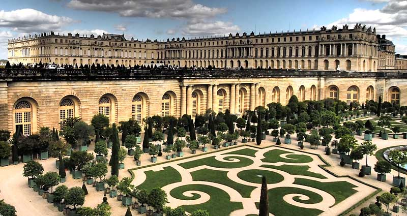 View from the back of Versailles chateau showing it as a massive apartment block
