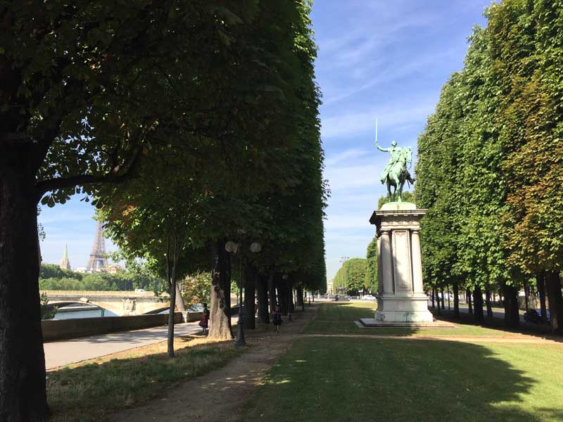 Monument of a man on a horse in a park in Paris