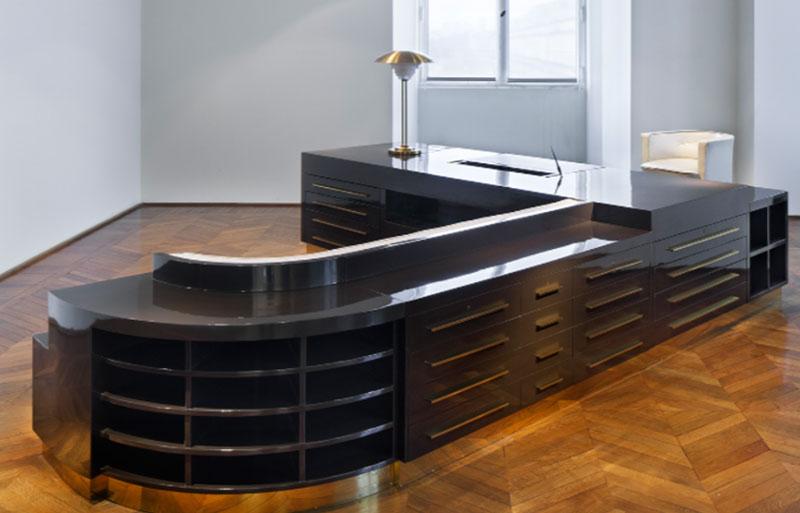 Highly polished Art deco desk at the Musee des Arts Decoratifs