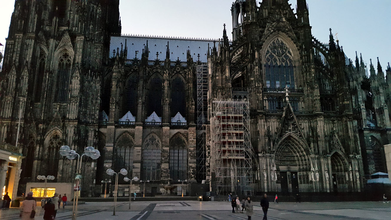 Evening picture of Cologne Cathedral in Cologne, Germany - travel mistakes we made
