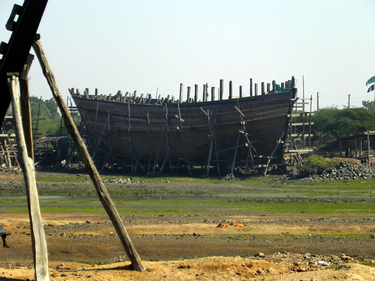 Gujarat_Mandvi_ShipBuilding - The colours of Kutch