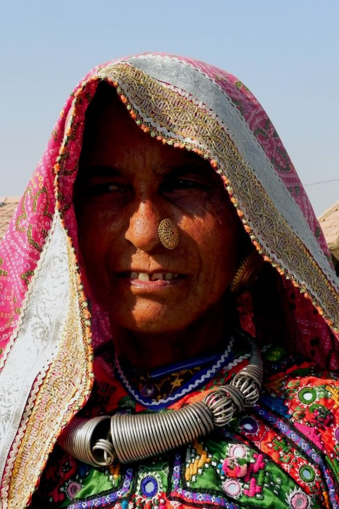 Gujarat_Nakhatarana_AhirMatriarch - The colours of Kutch