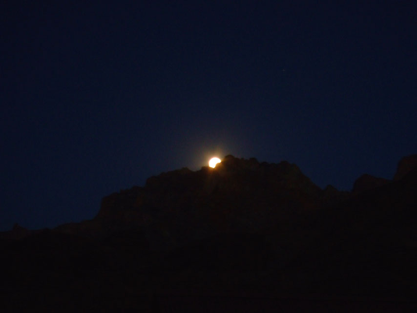 Leh - Mulbek moonrise 1 - Eight things we learned in Ladakh