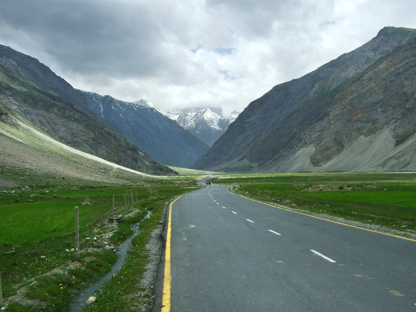 Leh - Road to Zoji La 1 - Eight things we learned in Ladakh
