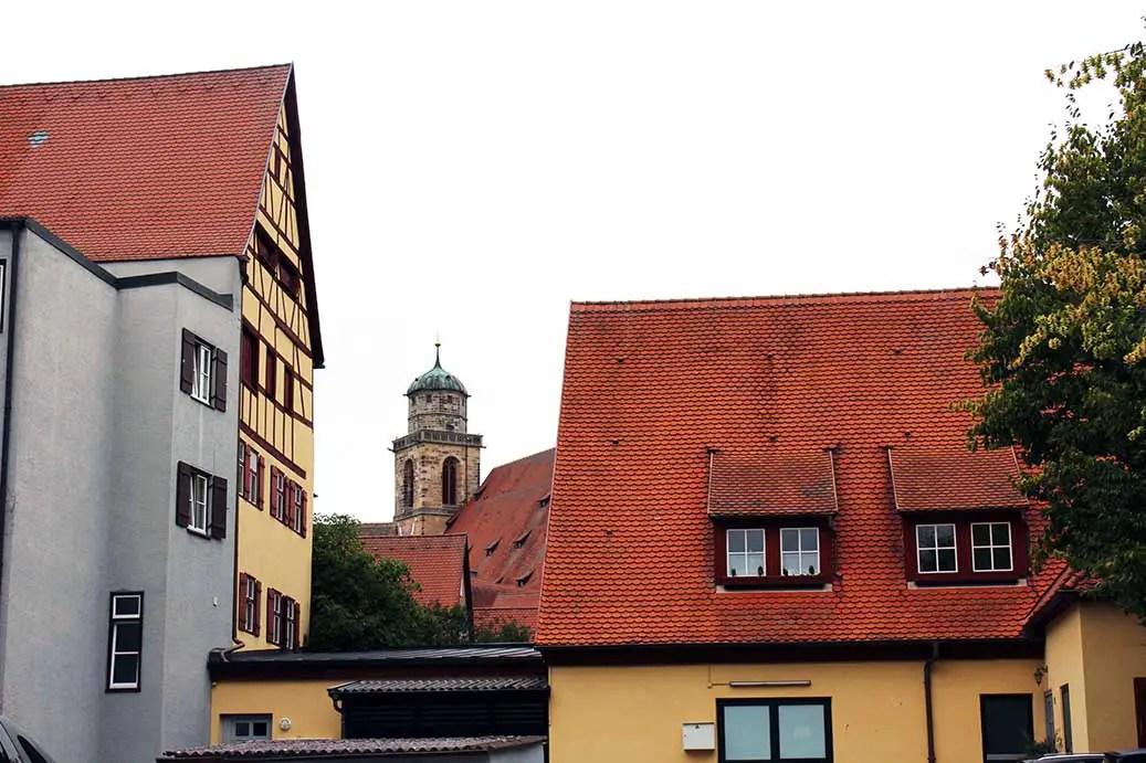 Dinkelsbuehl - Church between houses