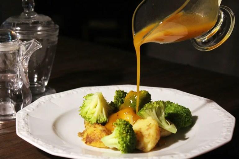 honey-mustard-vinaigrette_pouring2
