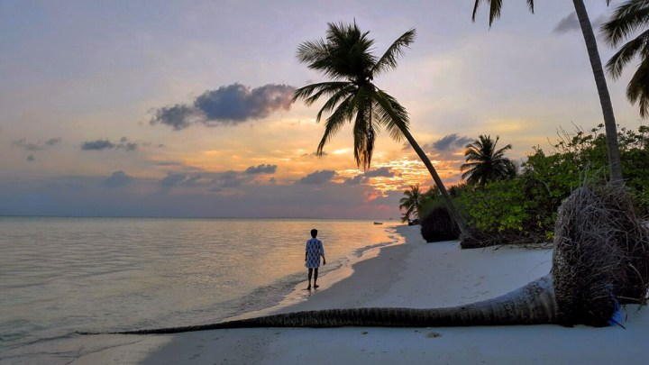 Sunset on the leeward side of Thinnakara island - beach pictures from around the world