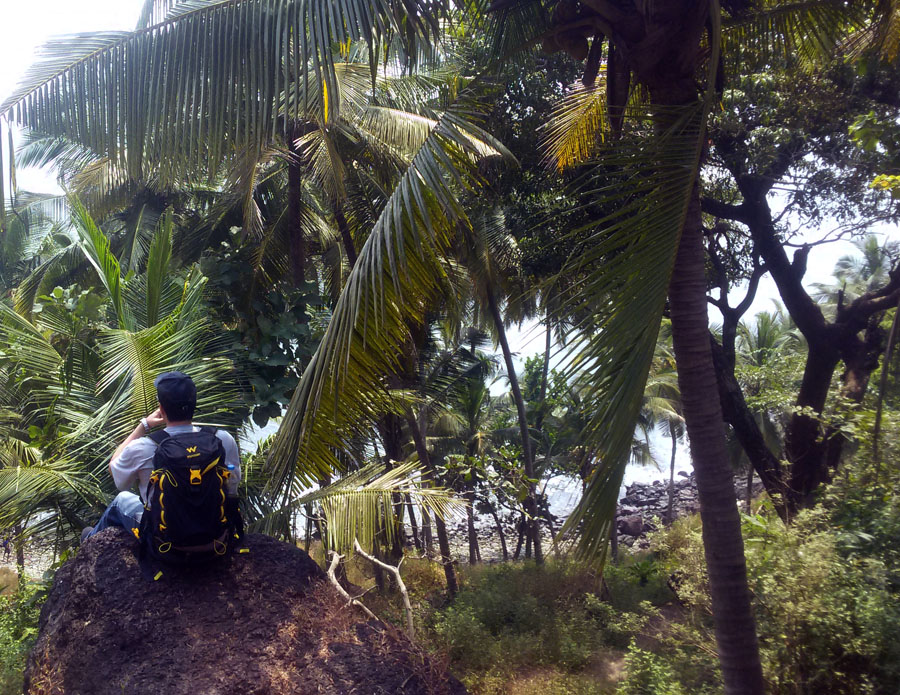 Agonda - Cabo de Rama - Taking a break on the path down - perfect base for a Goa trip