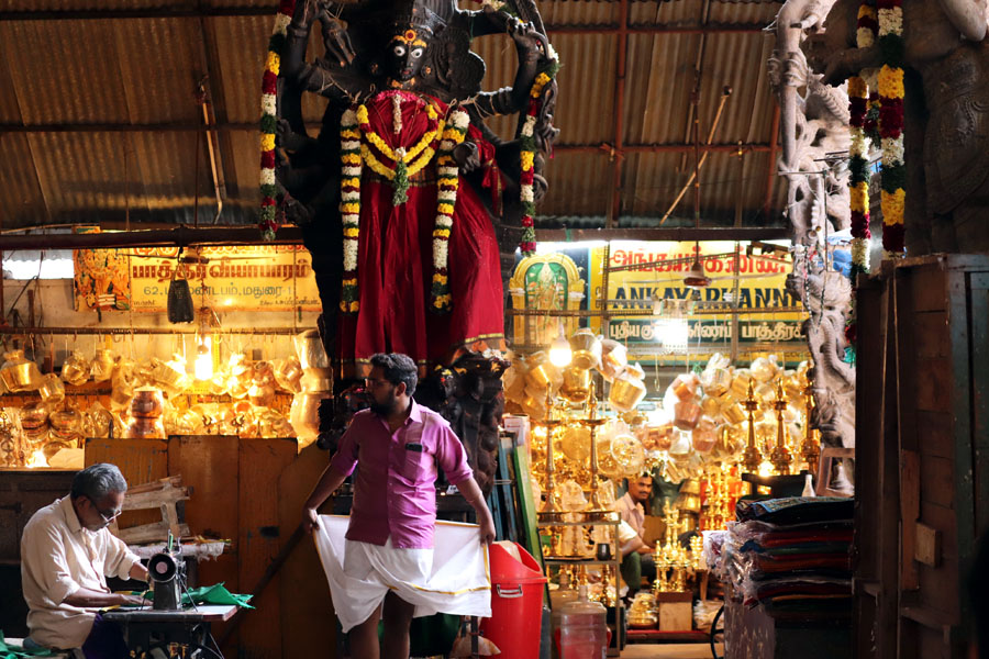 Madurai - Pudumandapa veshti - Temples of Madurai and Thanjavur