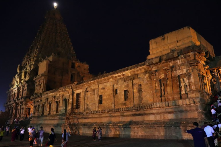 Thanjavur - Temple left view - Temples of Madurai and Thanjavur