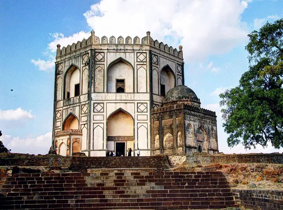 The tomb of Hazrat Shah Kirmani, Bidar, Karnataka, India