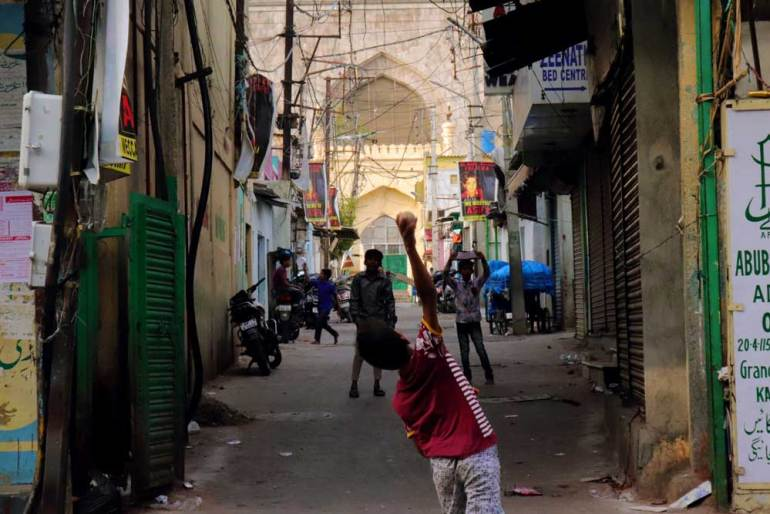 Laad Bazaar - morning cricket - Charminar
