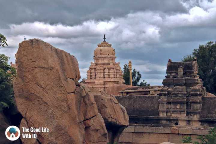 Temple walls - Day trip to Lepakshi