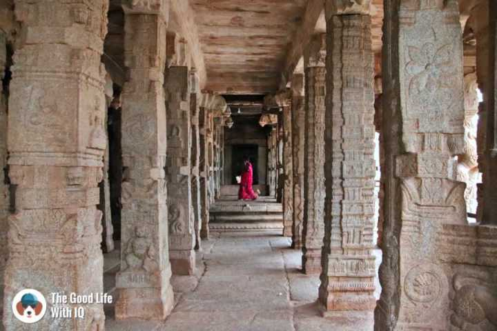 Lady in temple - Lepakshi