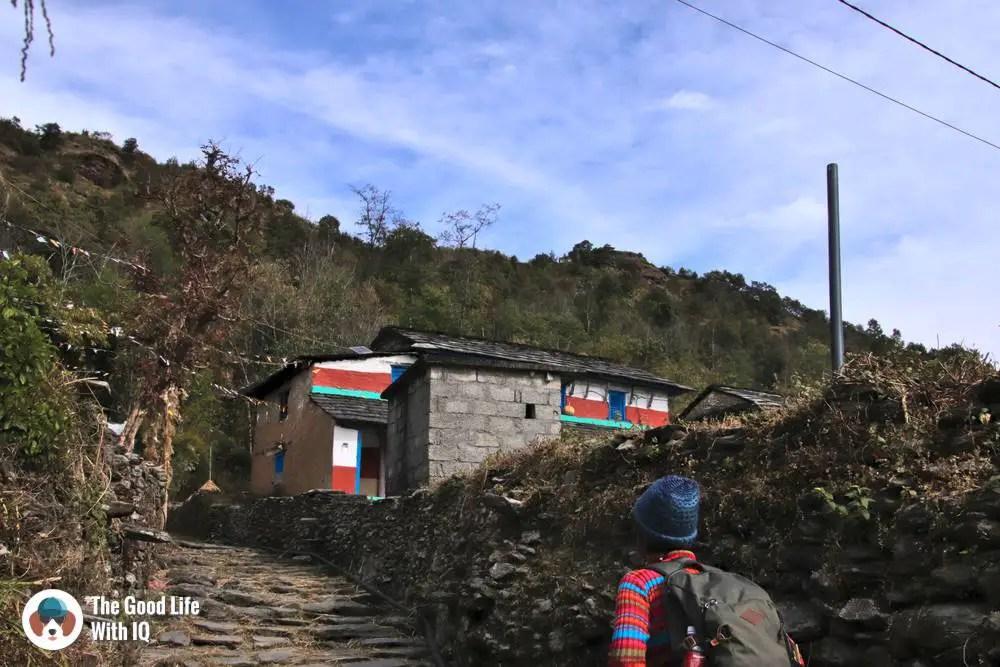 Path through to Kalika Mandir temple, Kaskikot