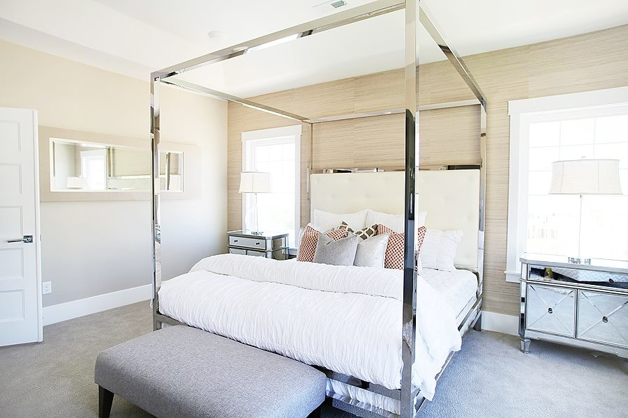 Luxury Canopy Bed With Metal Frame And Headboards