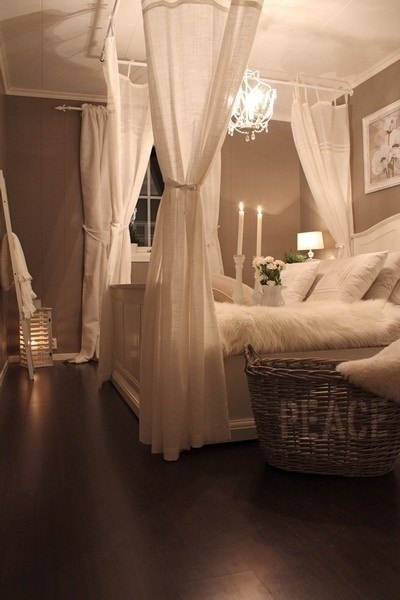 Accesories to make the room look magically romantic