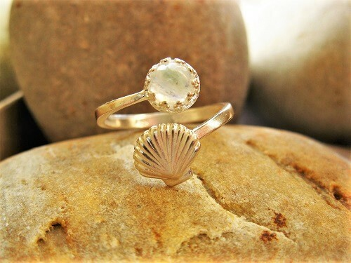 Camino ring with Moonstone