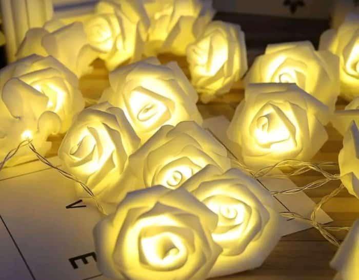 Hiasan Rumah Dari Bunga Pada Lampu Meja