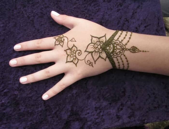Contoh Gambar Henna Tangan Yang Simple Dan Mudah