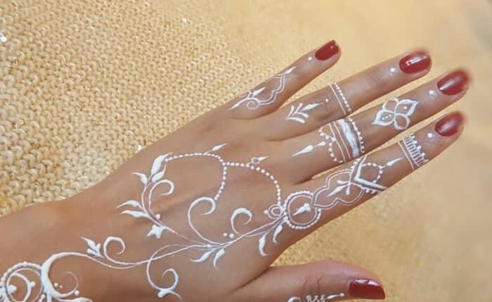 Desain Henna Tangan