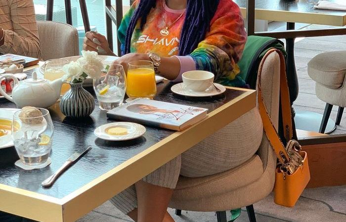 Paparazzi Captures Juliet Ibrahim With An Old Pot-bellied Man At A Restaurant In Nigerian