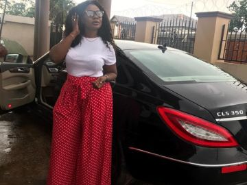 Dr Kwaku Oteng's 5th Wife, Linda, aka Akua GMB's Nightmare Strikes A Pose With Her $118k Mercedes Benz CLS 350