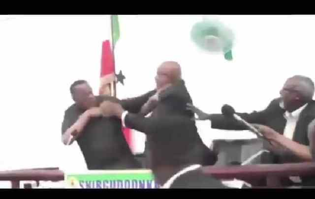 VIDEO: Somali President And Vice President Punches Each Other In A Fierce Fight
