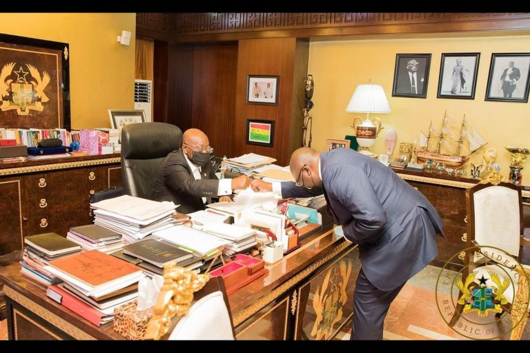 BREAKING NEWS: President Akufo-Addo Has No Computer In His Office - And It's Probably The Reason Why Internet Connectivity Is Shitty In Ghana