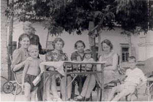 Back row, my Opa, (sitting LR) his sister Lisa with sister Anna's son, Adolf (he later changed his name to David) Opa's sister Elfriede, his mother Anna, on her lap, Wanda, (Lisa's daughter), Opa's sister in law Maria and her son, Waldemar.