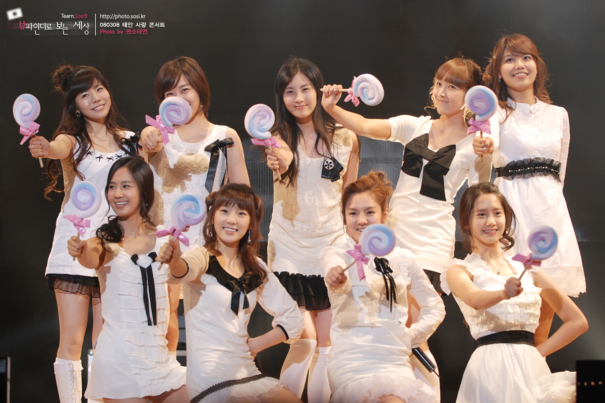 Korean Girl Wallpaper Ajosshis Amp Girls Generation The Panic Interface Of