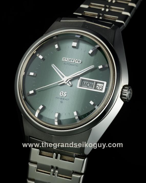 1058 – 6146-8050 Green on bracelet beauty