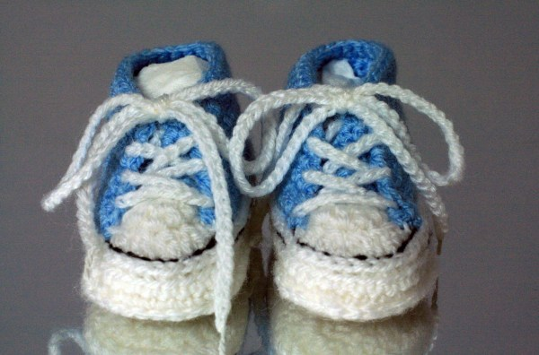972a2343f801 20+ Converse Baby Booties Crochet Pattern Pictures and Ideas on Meta ...