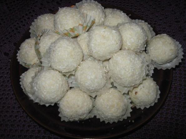 бомбице од кокоса и бадема