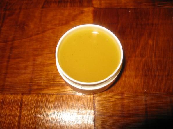 Мелем за нокте и заноктице ''КСЕНИЈА'' направљен је по оригиналној рецептури руског манастира. Комбинација лековитих уља, лековитог биља и пчелињег воска даје изузетне резултате. У себи садржи и тинктуру бергамона што даје аутентичност производу. Сви састојци су 100% природни. Мелем делује вишеструко. Зацељује испуцалу кожу око ноктију на рукама. Уклања заноктице, санира испуцале и расцветале нокте. Изузетно својство у ревитализацији је показао код ноктију који су трпели учесталу надоградњу. Редовном употребом нокти постају чвршћи и сјајнији. Мелем се користи 30 дана па се направи пауза од 10 дана па се опет користи 30 дана и тако докле год желите. Увече пред спавање се утрља у нокте и кожу око нокта. Навуку се или памучне рукавице или могу да послуже памучне чарапе и тако се остави пола сата па се рукавице скину. Упакован је у кутијице од 10 гр и у односу на неке друге мелеме је јачи концентрат. Буквално се стави једна мрва по прсту. Неки корисници су редовном употребом од 30 дана отклонили гљивице на ноктима на ногама. Мелем ''КСЕНИЈА'' садржи 100% најквалитетнији пчелињи восак, мешавину лековитих биљака, кантарионово уље, нерафинисано сунцокретово уље, коктел лековитих тинктура, уље бергамона.