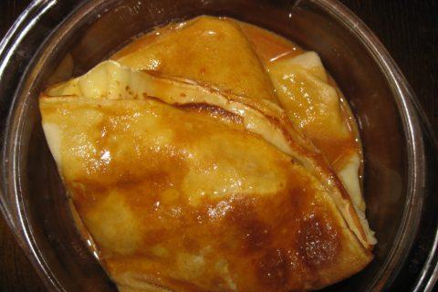 Палачинке у карамел сосу