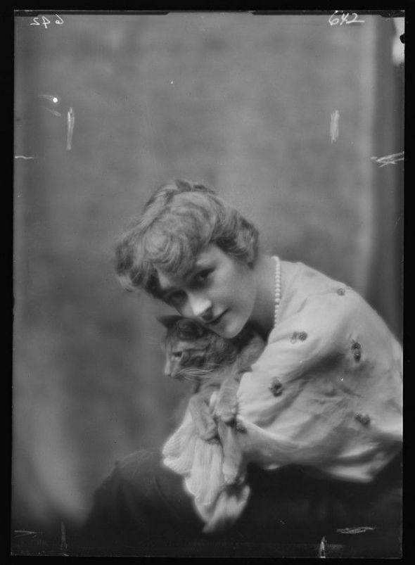 Miss Lu Lentz and Buzzer the Cat 1910