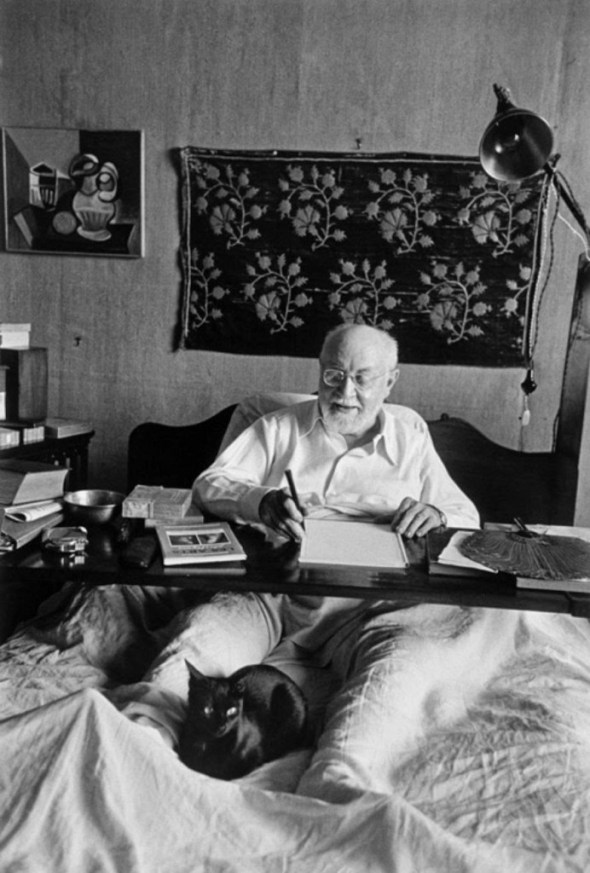 Henri Matisse in bed with his black cat 1950, H. Cartier-Bresson