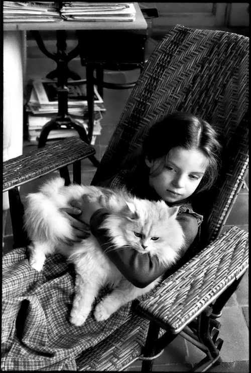 Melanie Cartier-Bresson with cat