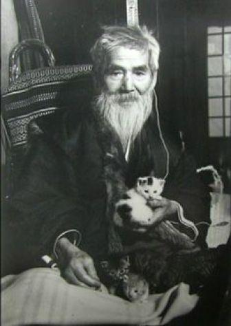 Morikazu Kumagai with cat
