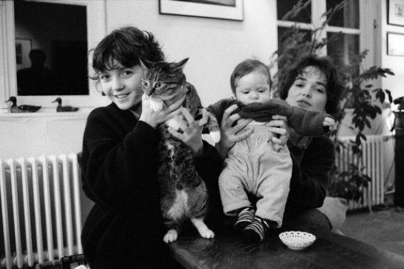 Jean Gaumy, Zoe the Cat and Family, 1989